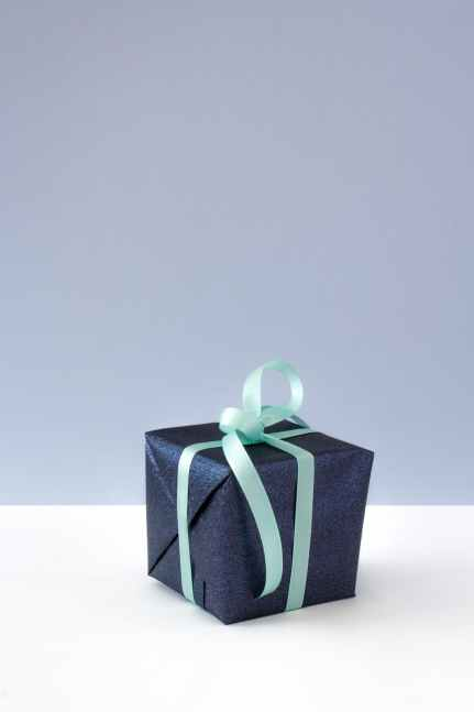 present-still-life-ribbon-blue-675970.jpeg